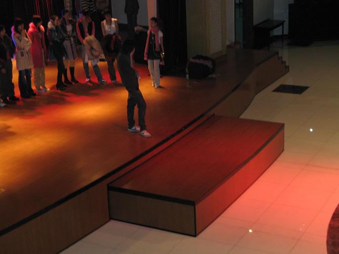 济南大盛舞台设备有限公司专业生产--伸缩舞台